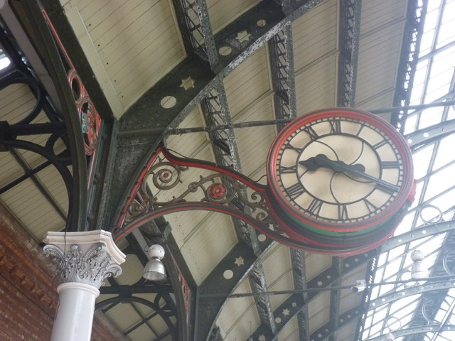 Darlington Architecture : Clock And Ironwork At Bank Top Station