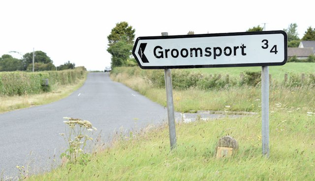 Direction sign, Groomsport (July 2015)
