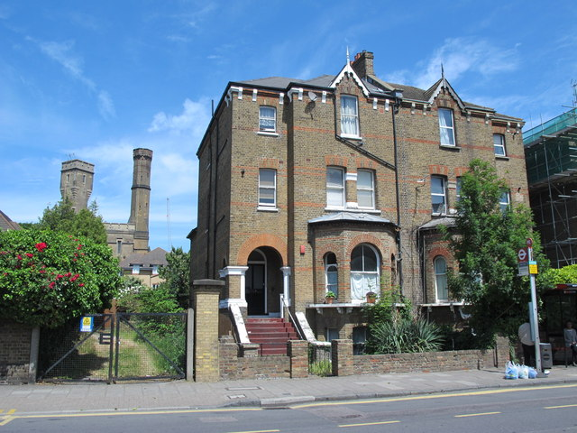 Dwellings at the western end of Lordship Park, N16
