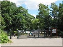 SJ6855 : Queen's Park: eastern gates by Stephen Craven