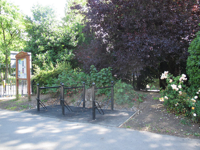 Queen's Park: cycle parking