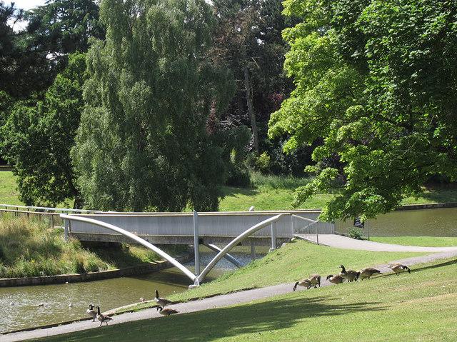 Queen's Park: lake, north bridge