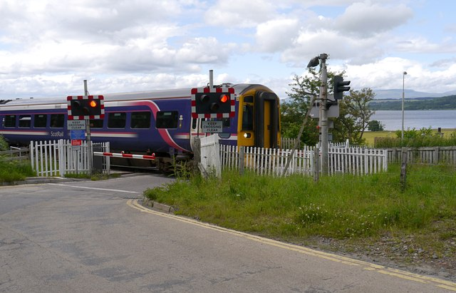 Train passing Bunchrew level crossing