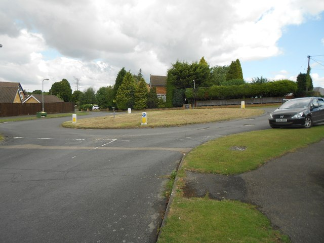 High Wycombe: Highfield Avenue roundabout