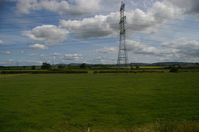 Fields and pylon lines east of Ox Close
