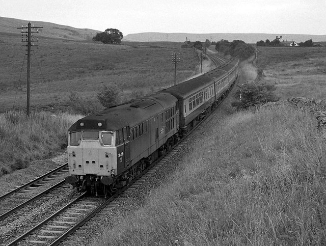 Carlisle bound train north of Ais Gill (1990)