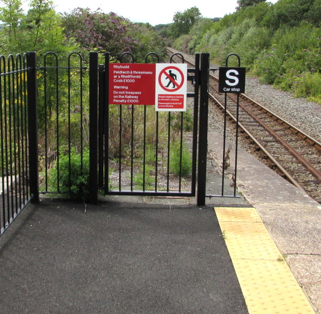 Warning sign - do not trespass on the railway, Fishguard and Goodwick station
