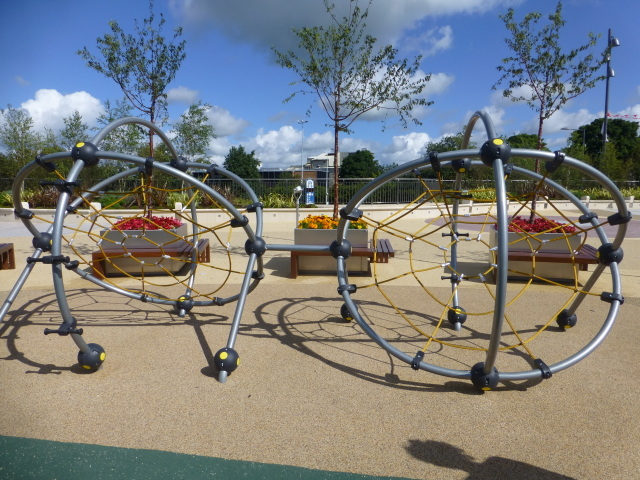 Outdoor gym equipment, OASIS Plaza