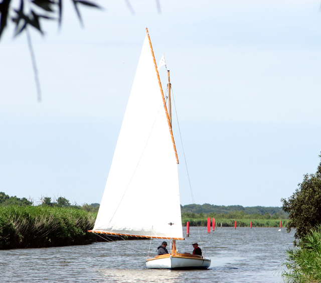 Sailing boat travelling down Candle Dyke