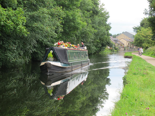 Canal boat at Rodley