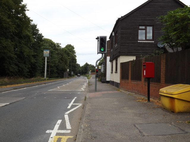 B653 Lower Luton Road & The Folly Postbox