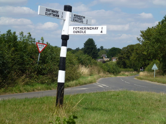 Finger post sign south of Woodnewton