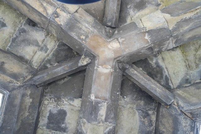 Triangular keystone