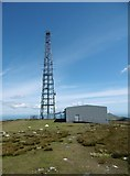 SC3988 : Snaefell, mast by Mike Faherty