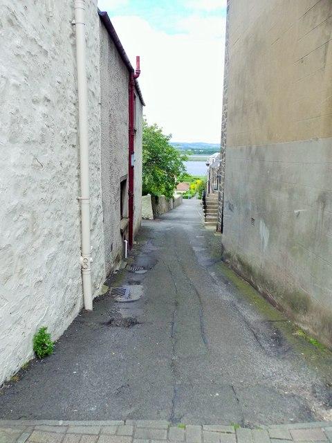 A narrow passage off the High Street in Newburgh (Fife)