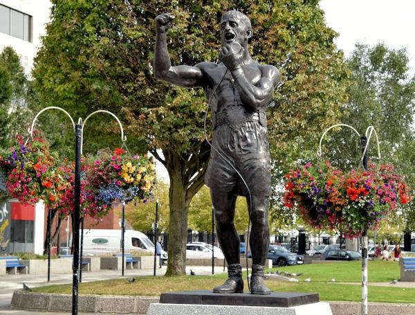 Rinty Monaghan statue, Belfast - August 2015(1)