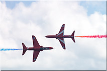 SZ1090 : Bournemouth Air Festival 2015 - the Red Arrows Synchro Pair by Mike Searle