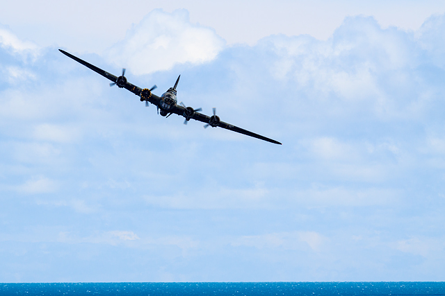 Bournemouth Air Festival 2015 - approaching B-17 Flying Fortress