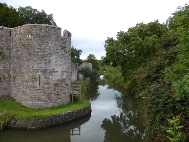 The Palace Moat, Wells