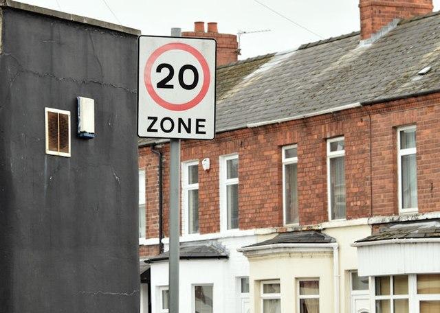 20 mph speed limit sign, Beersbridge Road, Belfast (September 2015)