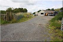 SD8656 : Entrance to farmyard by Roger Templeman