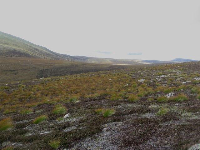 Barren slopes west of Dagrum