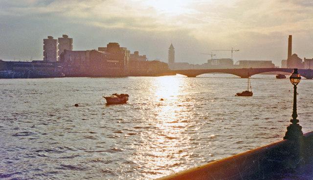 London (Chelsea), 1988: evening scene upstream from by Albert Bridge