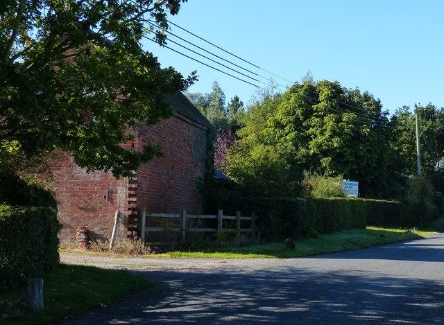 Farm building on Grove Lane
