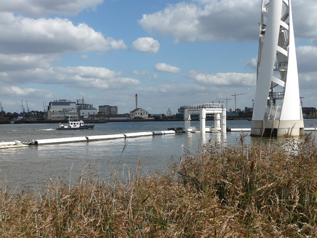 River Thames at Greenwich Peninsula (3) by Stephen Richards