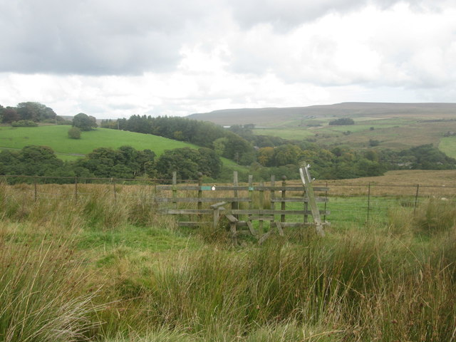 Stile on the path to Belmont south of Spring Reservoir