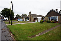 SZ5392 : Bungalows on Brooks Copse Road, Wootton by Ian S