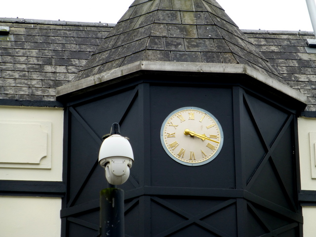 Clock displaying the wrong time, Omagh (2)