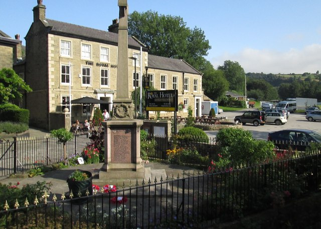 War  Memorial  and  Royal  Hotel