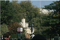 TQ2780 : View of the house in the centre of Cumberland Gate from Hyde Park by Robert Lamb