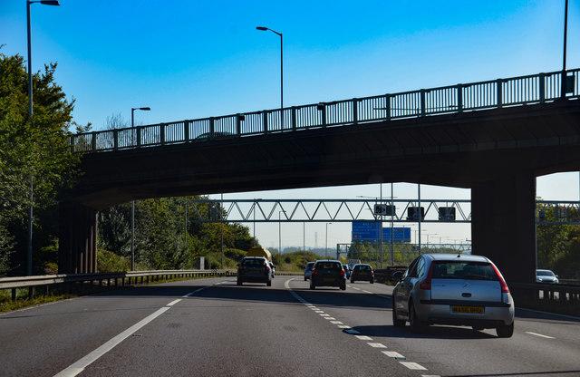 M6 passes under the B4118 bridge