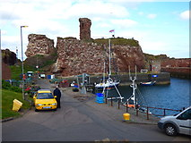 NT6779 : Remains of Dunbar Castle by Dr Neil Clifton