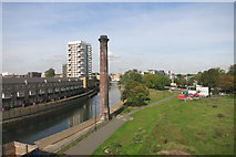 TQ3681 : Regents Canal and Chimney by Des Blenkinsopp