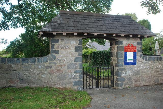 Porth mynwent Eglwys y Santes Fair - St Mary's Church lychgate