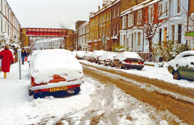 Putney in depth of winter, 1991: eastward on Disraeli Road
