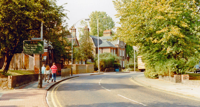 Wandsworth (Putney), 1990: NW on Upper Richmond Road approaching West Hill