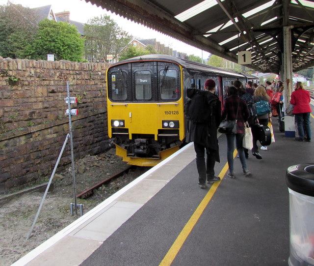 Falmouth train arrives at Truro