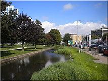 TL0506 : River Gade, Hemel Hempstead by Richard Vince