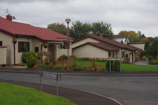 Punta Verde Drive, Sutton Hill