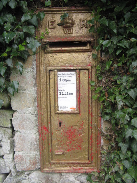 Gold postbox at Posso