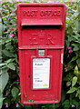 SO8403 : Queen Elizabeth II postbox, Rooksmoor by Jaggery