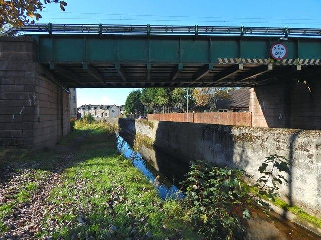 Gruggies Burn flowing under railway bridge
