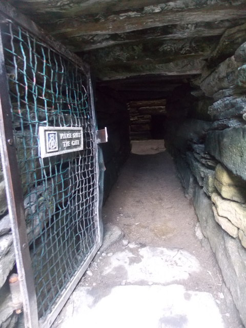 Sanday: entering Quoyness chambered cairn