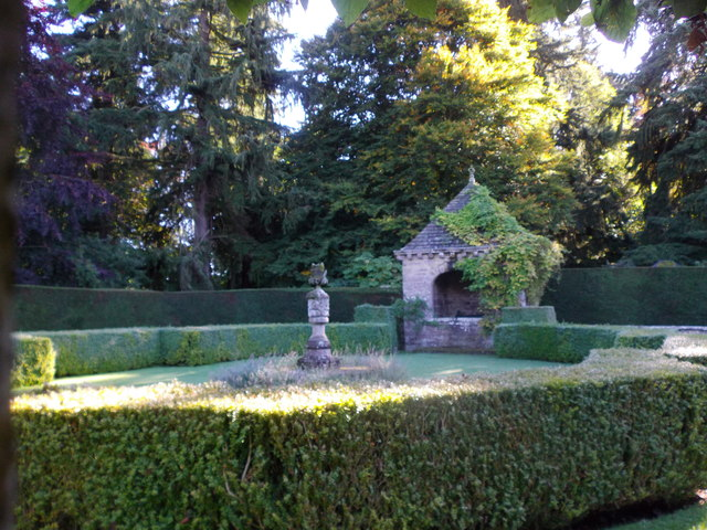 Another gazebo and jardiniere