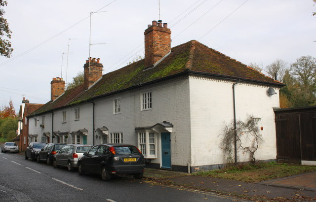 Row of cottages at NW end of Wargrave Road