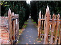 SU9577 : Wooden kissing gate, Clewer Village, Windsor by Jaggery
